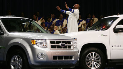 Detroit's Greater Grace Temple prays for the future of the car-making industry